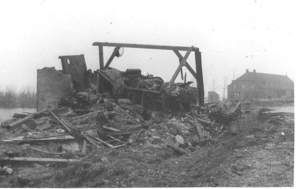 A la derecha, tal y como quedó tras el 1 de febrero de 1953. Fotos: Cortesía de P. Vreewsijk