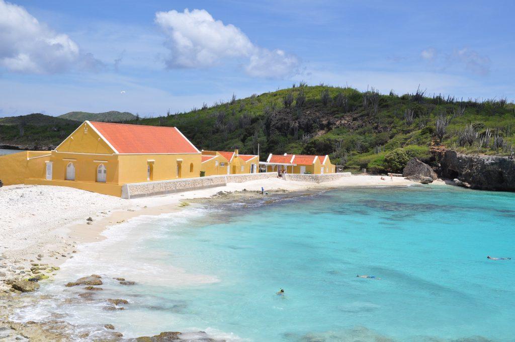 playa en Bonaire (foto: Pixabay).