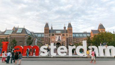 El Rijkmuseum y el logo de la campaña de promoción de la ciudad, en la plaza de los museos de Ámsterdam ©Amsterdam Marketing, Merijn Roubroeks