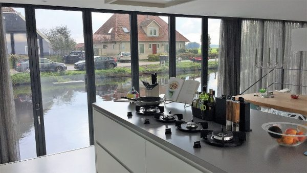 "Casa flotante ""Heart of Glass"" en Broek en Waterlan. Fotos: Heart of Glass"
