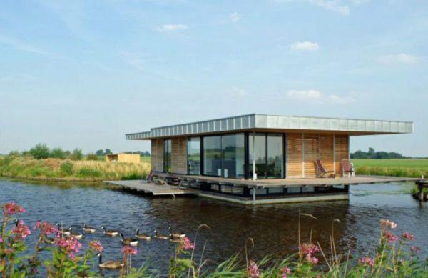 exterior de la villa acuática en Friesland.