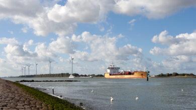 Barco entrando a Róterdam por el Nieuwe Waterweg