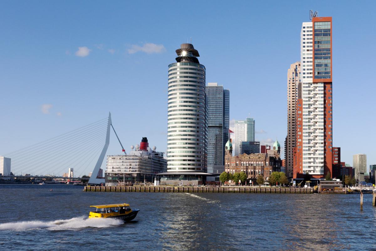 Entre los nuevos edificios de Róterdam está la antigua terminal de la compañía Holland America Line
